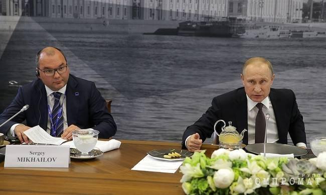 Директор ТАСС Сергей Михайлов и Владимир Путин