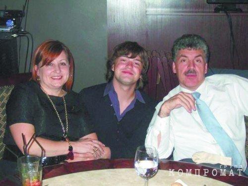 Семья Грудининых: мать Ирина Игоревна, младший сын Антон, отец Павел Николаевич