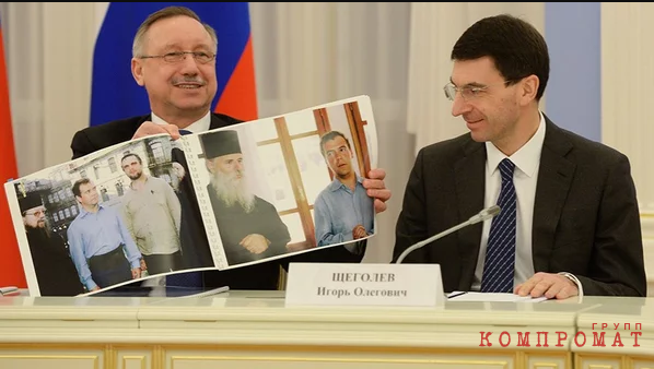 Александр Беглов и Игорь Щеголев показывают фото Медведеву и Голощапову, на которых изображены они же
