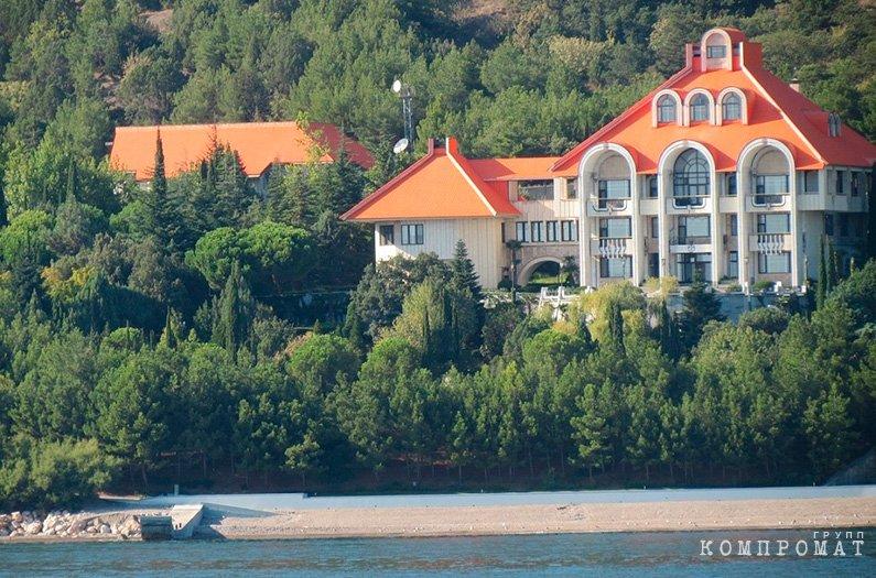 """Крым не ваш, а наш. """"Дача Януковича"""" и другая элитная недвижимость достанется силовикам и чиновникам?"""