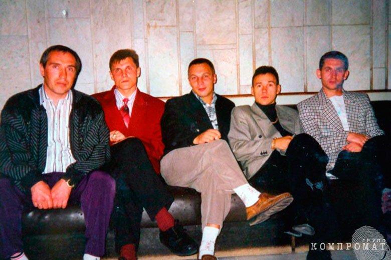 Владимир Бирюков (в центре)