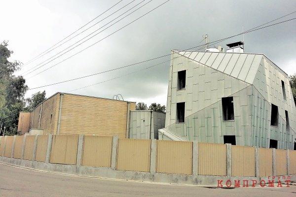 «Скромный» дом Ликсутова в Переделкино
