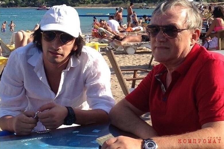 Антимоз Кухилава (справа) с сыном