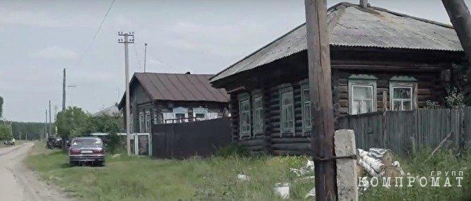 Дом родителей Шумкова в селе Шастово выглядит скромно