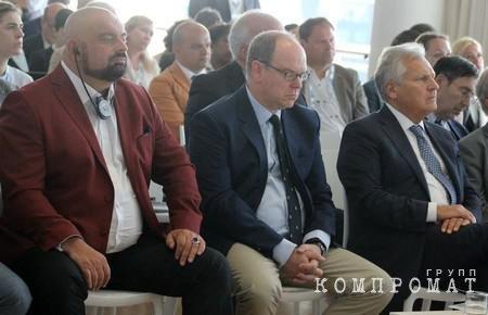 Николай Злочевский (крайний слева) и Александр Квасьневский (крайний справа)