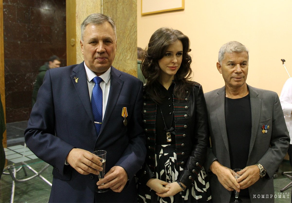 Константин Туманов (слева) на церемонии награждения