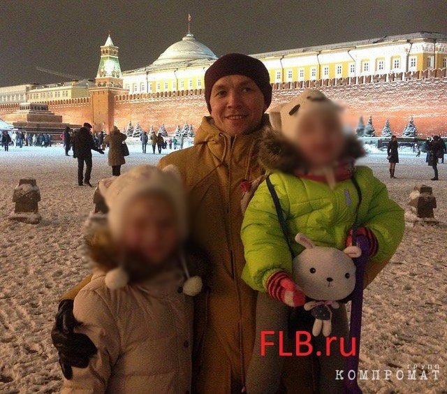 Константин Носков с дочерьми Ириной и Алисой. Красная площадь, 2015