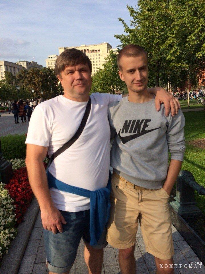 Олег Носков с сыном Артуром (справа)