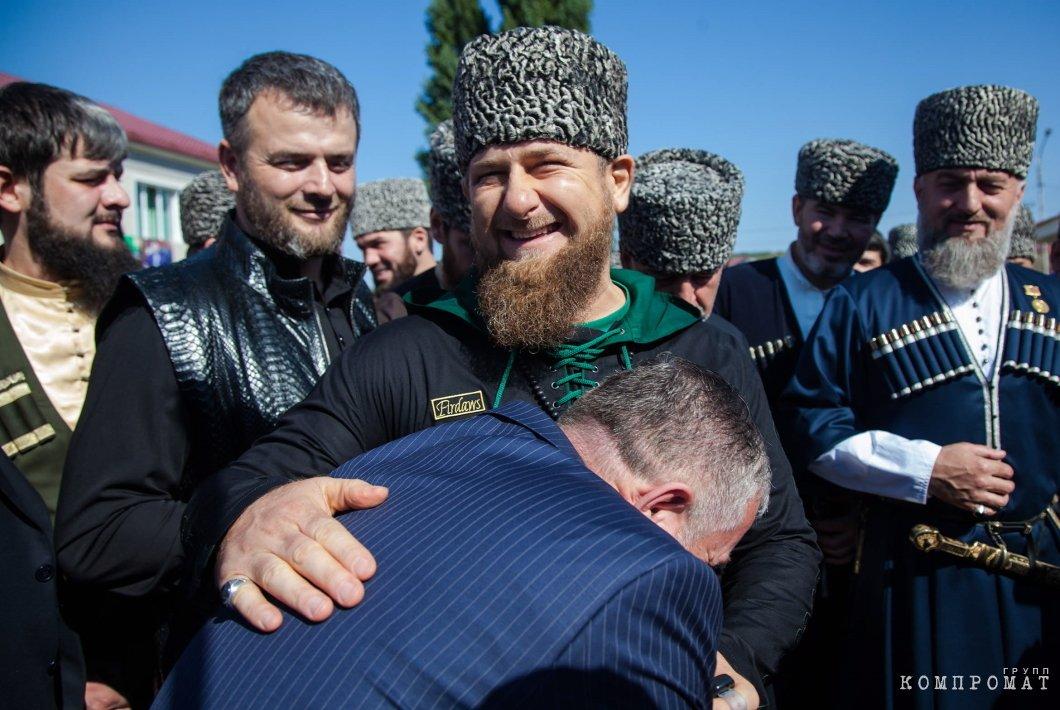 18 сентября 2016. Врио главы Чечни Рамзан Кадыров у одного из избирательных участков в селе Центарой в единый день голосования