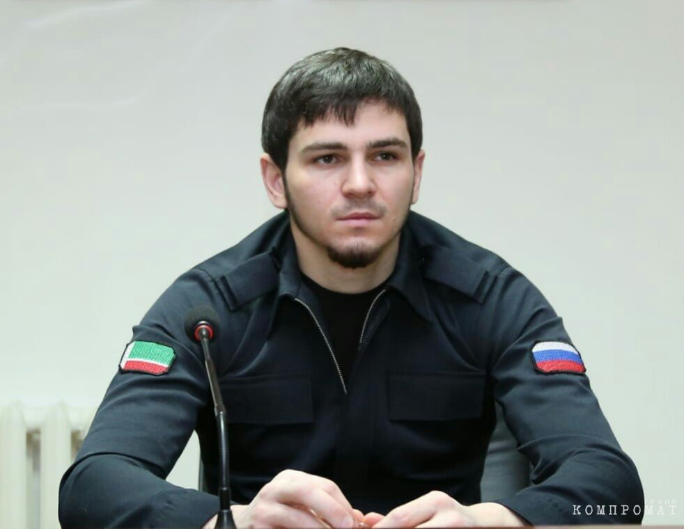 Хас-Магомед Кадыров был советником мэра Грозного, а затем начальником полиции Грозного. Тогда в подчинении младшего лейтенанта оказалось множество силовиков гораздо старше по званию. А теперь Хас-Магомед возглавил мэрию Аргуна