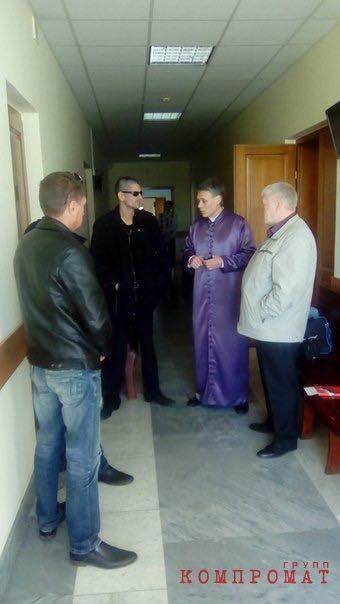 Челябинская политтусовка так и не поняла, зачем Александр Иванович, создав своё «Братство», стал появляться в свете в фиолетовой хламиде