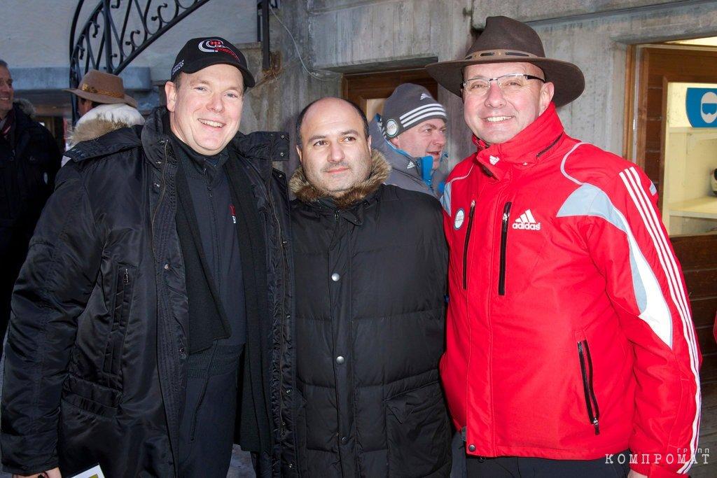 Георгий Беджамов (по центру)