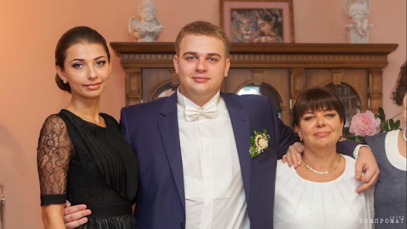 Дочь и сын Жанны Арефьевой