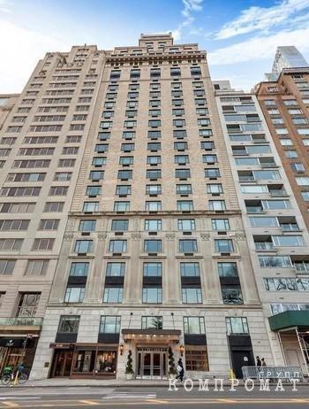 В доме № 110 на улице Central Park South в Нью-Йорке Мельниченко принадлежит два пентхауса
