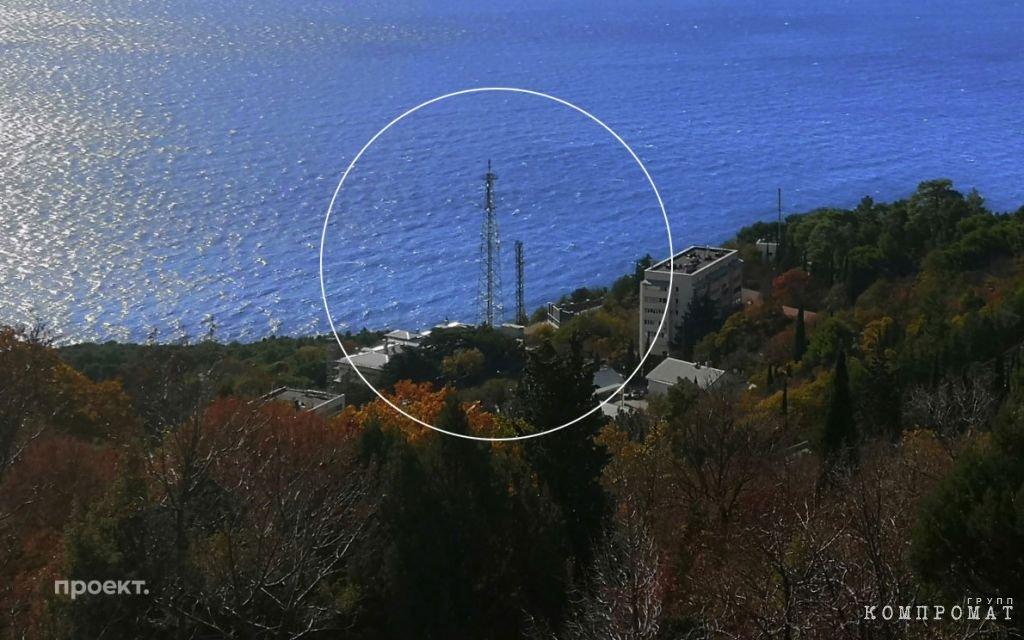 Башня-«глушилка» на территории дачи