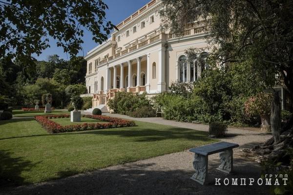 Дом-оранжерея с 14 спальнями на 14 тыс. га Рината Ахметова за €200 млн