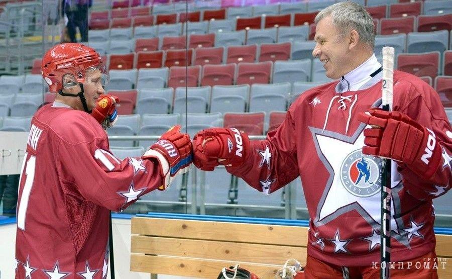 Путин и Фетисов на товарищеском матче звезд хоккея в 2014 году