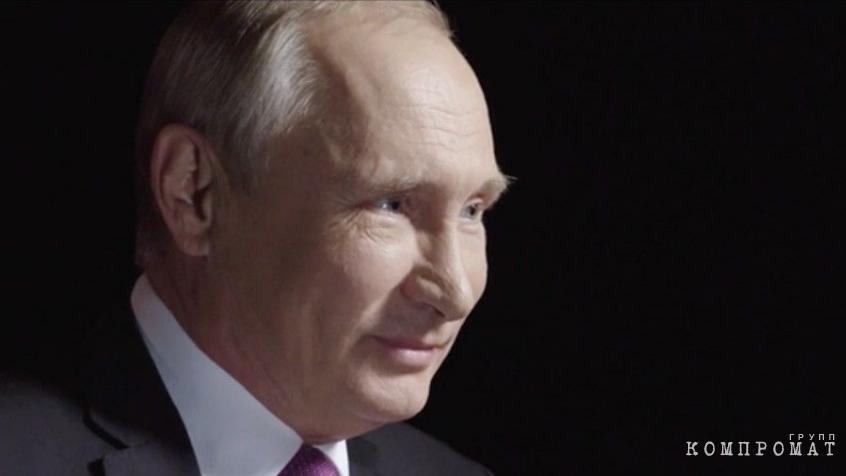 Владимир Путин с теплотой смотрит на интервьюирующую его Ксению Собчак. Кадр из фильма «Дело Собчака»