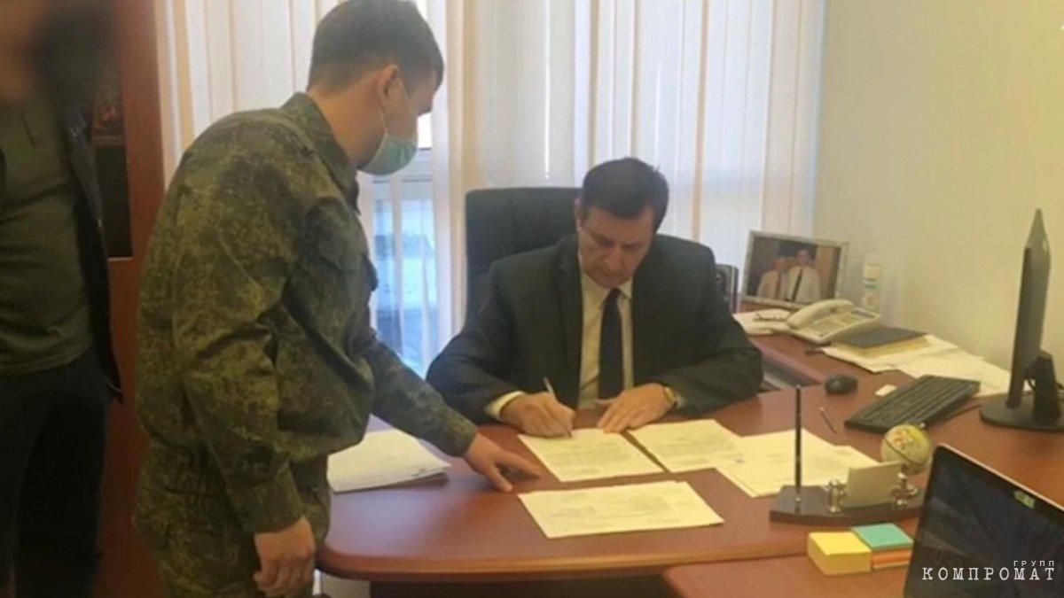 Губернатор Владимиров погряз в скандалах?