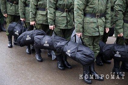 Из-за армии молодой россиянин вылез в окно и привлек внимание полиции