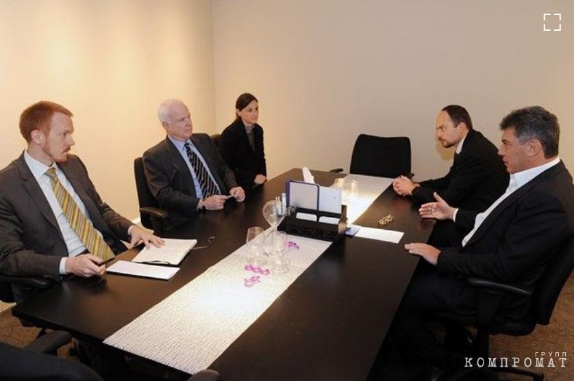 Борис Немцов и Владимир Кара-Мурза во время обсуждения Акта Магнитского