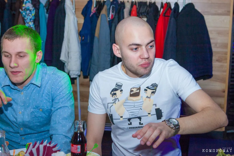 Дмитрий Захаров (справа)
