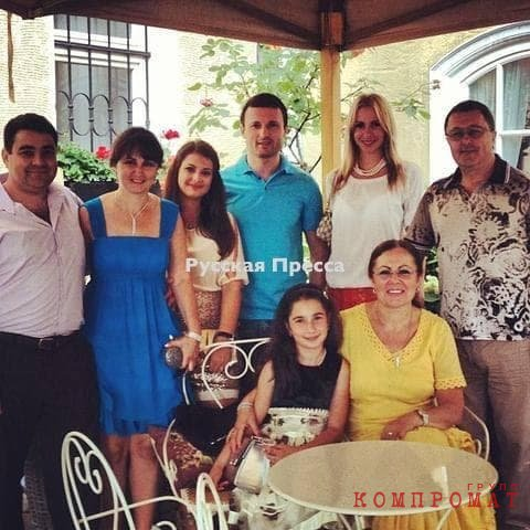 Всё израильское семейство в сборе (на Дне рождения у Розы Мительман)