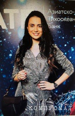 Катя с той самой сумочкой от Dior