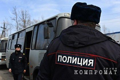 Полиция задержала девять человек у колонии Навального