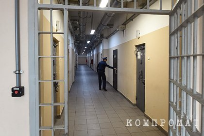 Обвиняемого в изнасиловании девушки инспектора ГИБДД отпустили из СИЗО