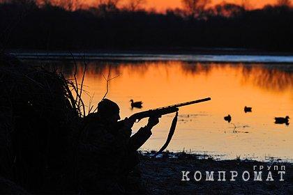 Россиянин случайно выстрелил в себя и друга на охоте