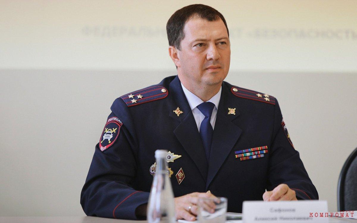 Алексей Сафонов делился с главой ГИБДД РФ Михаилом Черниковым?