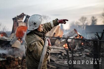 В России при пожаре в частном доме погибли пять взрослых и ребенок