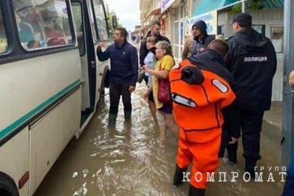 В Анапе эвакуировали сотни человек из-за потопа