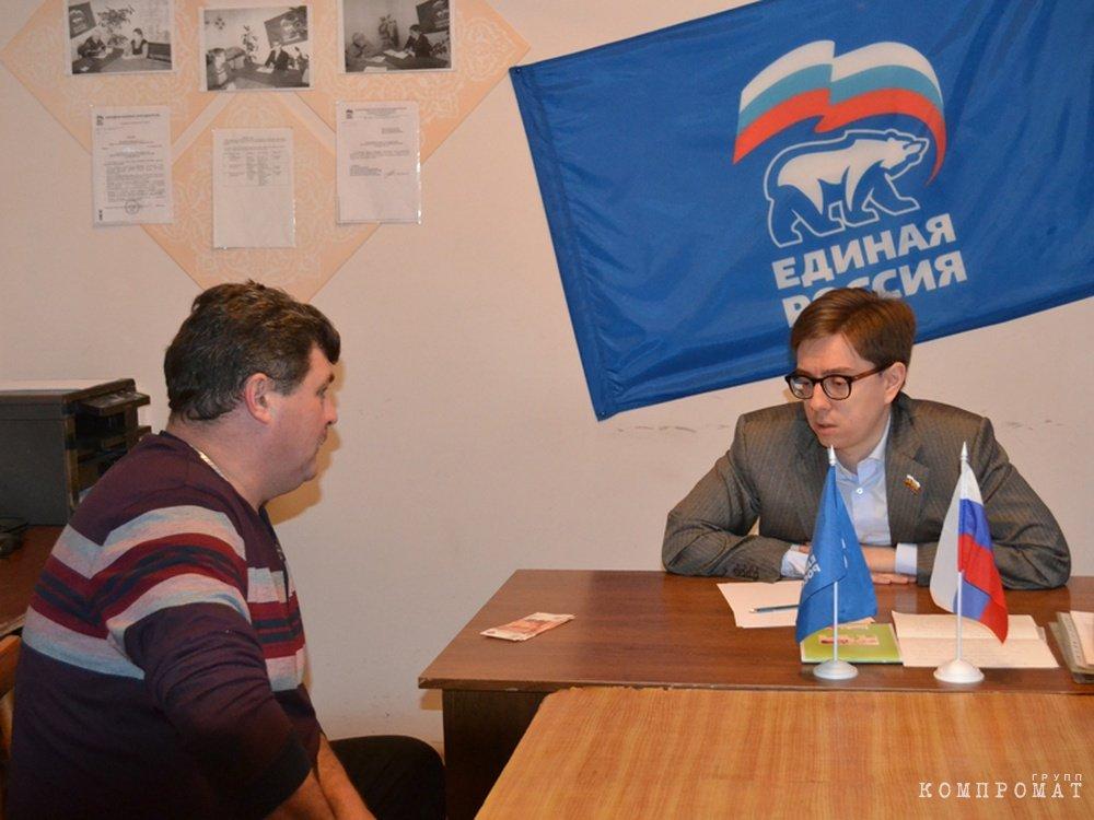 Юный депутат Никита Гордеев принимает страждущих