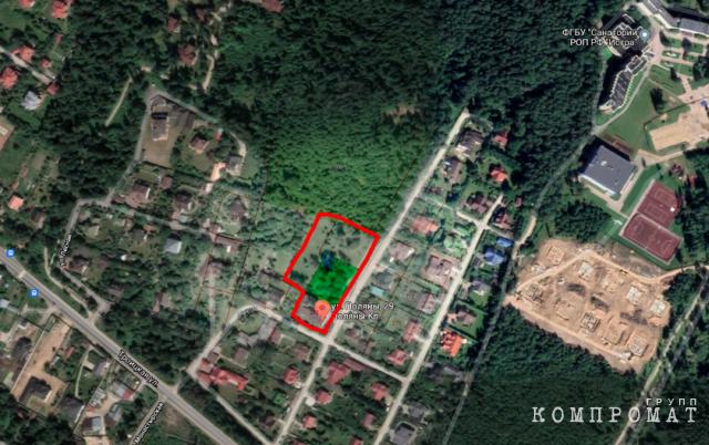 Имение Леонида Калашникова в посёлке Аносино. Его коттедж самый большой в округе