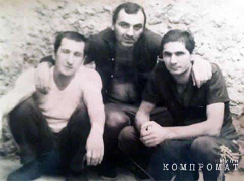Слева направо: Шакро Молодой, Таро